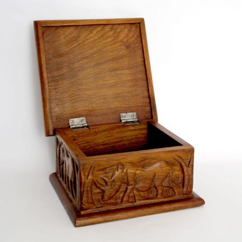 Giraffe-wooden-box-1