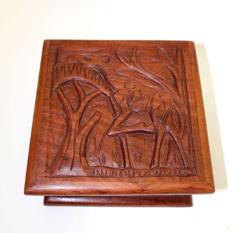 Giraffe-wooden-box