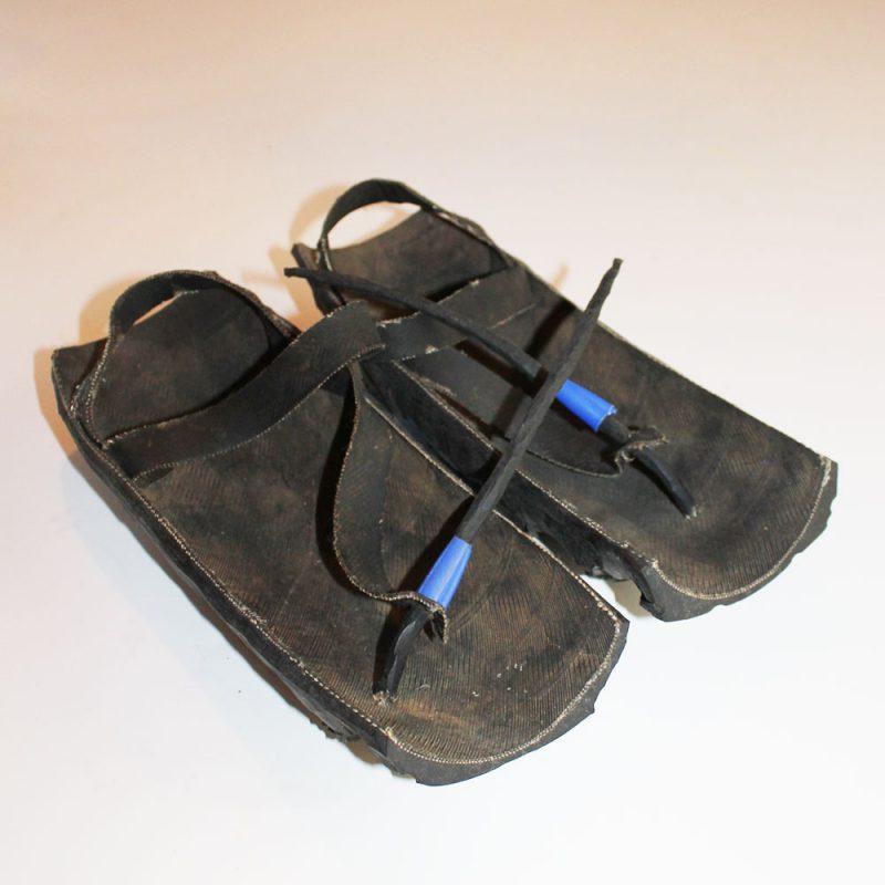 Maasai-shoes-motorcycle-tire-1.é